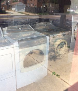 White whirlpool Cabrio dryer, silver whirlpool Cabrio washer! Both will do king-size comforters for Sale in Affton, MO