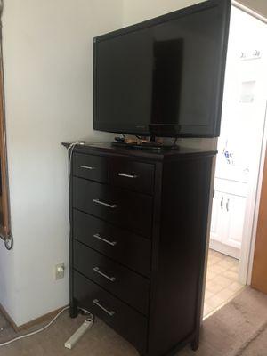 6 drawer dresser PLUS Dynex TV (HUGE DEAL) for Sale in San Bruno, CA