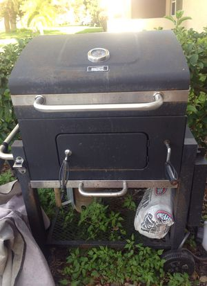 Charcoal BBQ grill for Sale in Saint Petersburg, FL