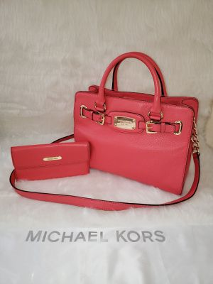 Michael Kors Hamilton Medium East West Pebbled Leather Bag With Wallet💯AUTHENTIC👌 for Sale in Coronado, CA