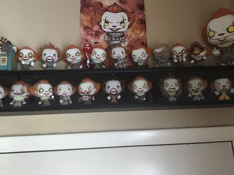 Lot Of Pennywise Funko Pops 20 for Sale in Clearwater,  FL