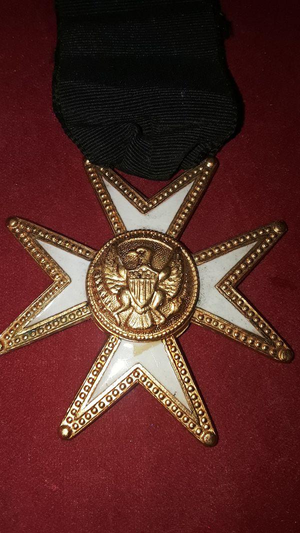 MILITARY IRON CROSS EAGLE MEDAL PIN WHITE ENAMEL ON GOLD MALTESE CROSS BLACK RIBBON WWI???