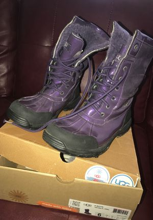 Ugg snow boots size 6 for Sale in Chillum, MD