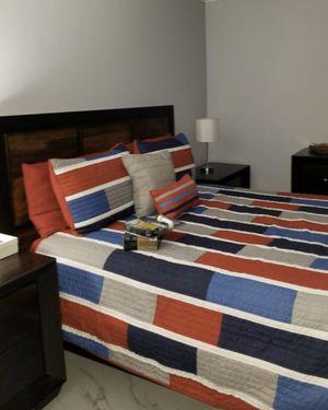 Queen bedroom espresso for Sale in Miami, FL