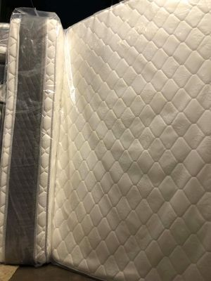 Queen jumbo orthopedic pillow top mattress and box spring of Chicago for Sale in Chicago, IL