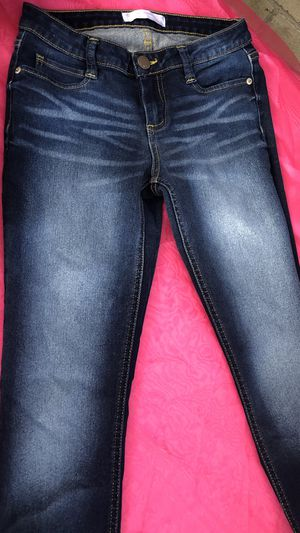 Women's Clothing... Jeans 👖 Size 7. Only Have 1 Available for Sale in South Gate, CA