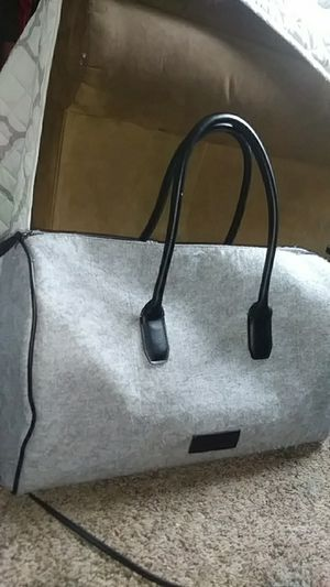 Kenneth Cole fleece duffle bag for Sale in Fresno, CA