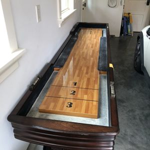 Beautiful Mahogany Shuffle Board, Everything Included. for Sale in Issaquah, WA