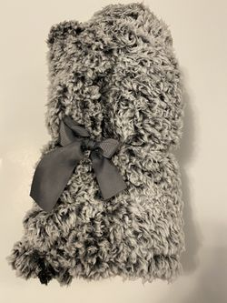 Gray Sherpa Throw Blanket for Sale in Sumner,  WA