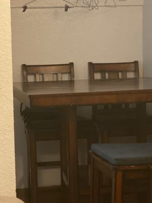 Kitchen table (4) chairs for Sale in Los Angeles, CA