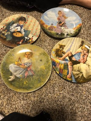 Decorative Plates and hangers for Sale in Carrollton, TX