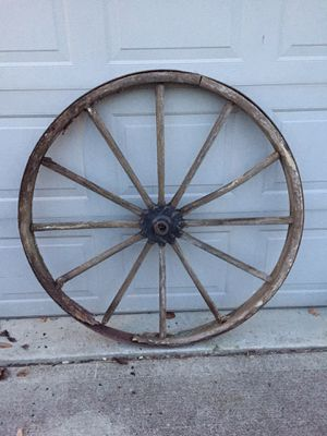 Rustic Antique Wagon Wheel for Sale in Monroe, OH