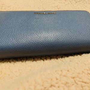 Micheal Kors Large Wallet for Sale in Whittier, CA