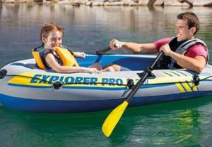 INFLATABLE BOAT W/ OARS & PUMP (tiny hole fixable) for Sale in Converse, TX