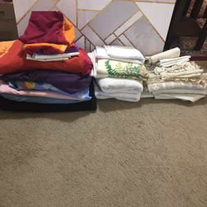 Available 32 Pieces Of Sheets/pillow Cases /towels /placemats For$20 All Pick Up Gaithersburg Md20877 for Sale in Gaithersburg, MD