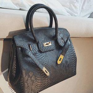 Crocodile pattern platinum new fashion retro women's shoulder messenger bag for Sale in Fort Lauderdale, FL