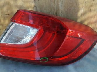 2018 2019 HONDA ACCORD SEDAN RH PASSENGER REAR TAIL LIGHT OEM 6003TA0380 for Sale in Calexico,  CA