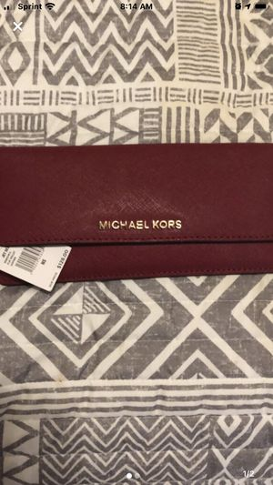 Michael Kors wallet for Sale in Buena Park, CA