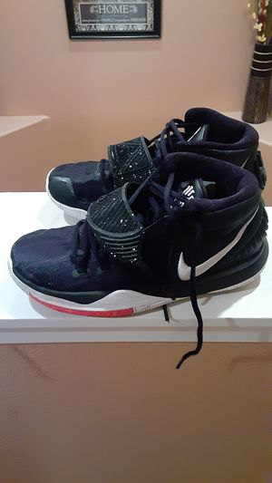 Kyrie Irving Nike tennis shoes youth size 7 for Sale in Las Vegas, NV