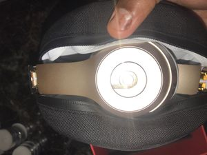 Beats SOLO 3 Gold {Used} for Sale in Valley View, OH