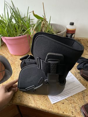 Size small walking boot brand new for Sale in South Brunswick Township, NJ