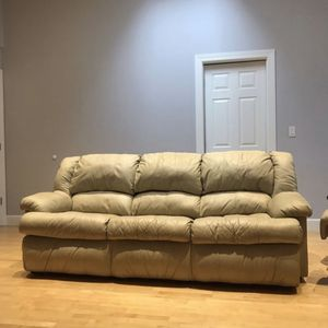 Beige Leather Coach with Sleeper for Sale in Vancouver, WA