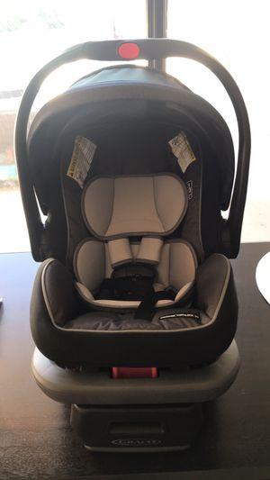 Graco Snugride Snuglock 35 DLX for Sale in Hesperia, CA