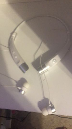Bluetooth headphones for Sale in Southaven, MS