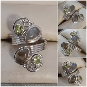 92.5 Sterling Silver Modern Swirl Rainbow Moonstone And Peridot Ring for Sale in Pawtucket, RI