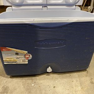 Rolling 60qt Rubbermaid Cooler for Sale in Portland, OR