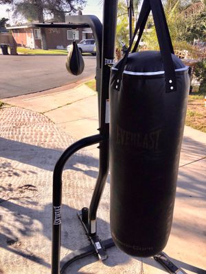 EVERLAST BOXING STAND WIFF PUNCHING BAG AND SPEED BAG for Sale in Anaheim, CA