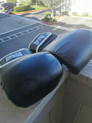 Everlast boxing gloves for Sale in Laguna Beach, CA