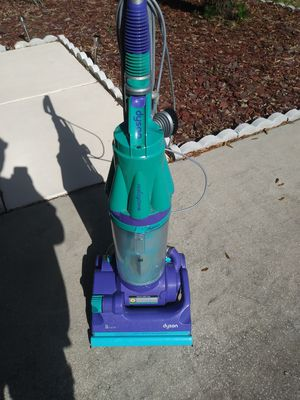 Dyson green and purple vaccum cleaner for Sale in Riverview, FL