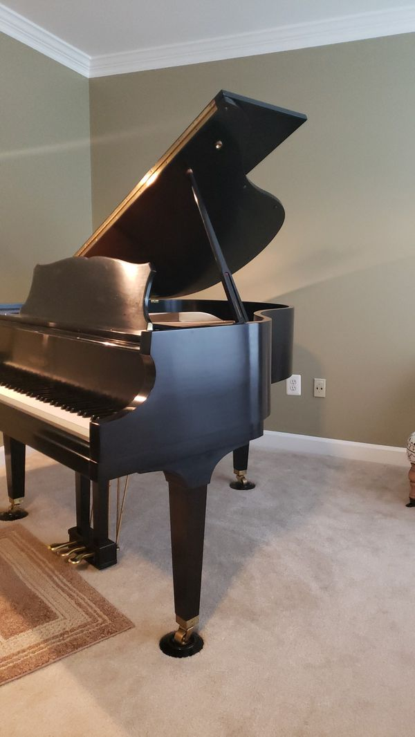 Chickering Baby Grand piano, in excellent condition , LIKE NEW