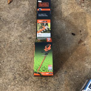 "Black & Decker 20"" Hedge Trimmers W/ Saw Blade for Sale in Central, SC"