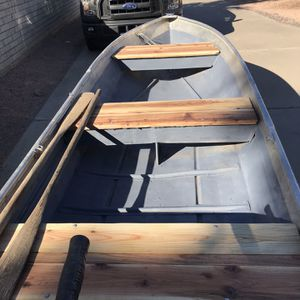 14 Ft Aluminum Boat,30 Lb Minncota for Sale in Scottsdale, AZ