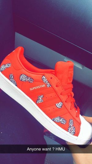 SuperStar Adidas (Women's size 7) for Sale in Elkins Park, PA