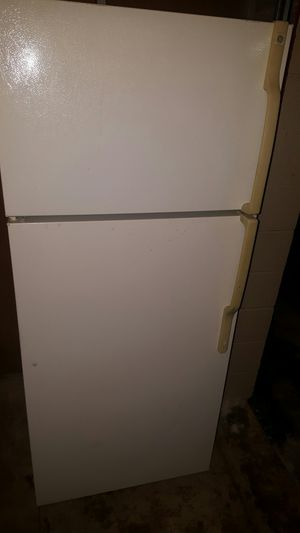 GE REFRIGERATOR FRIDGE EXCELLENT CONDITION for Sale in Arlington Heights, IL