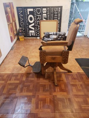 Antique barber chair 1800 for Sale in Inglewood, CA