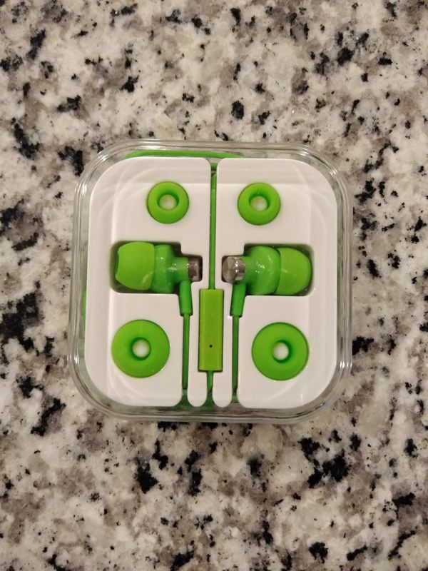 NEW Stereo Earbuds with In-Line Remote and Mic