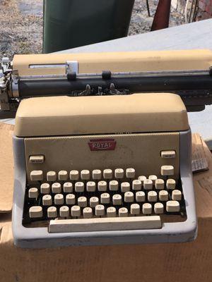 Royal vintage typewriter for Sale in Selinsgrove, PA