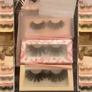 FREE EYELASHES for Sale in Compton, CA