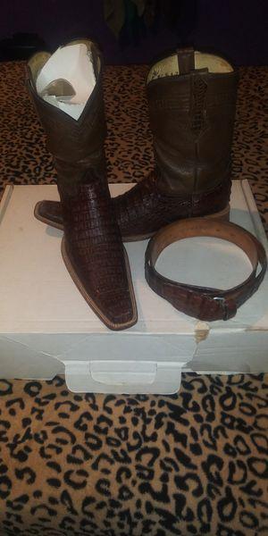 Botas oroginales de cocodrilo con cinto para hombre talla 8 for Sale in Dallas, TX