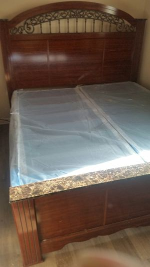 Queen size bed frame for Sale in Columbus, OH