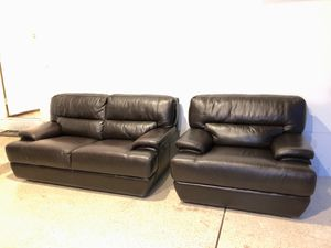 Italian leather set (sofa and love seat) in a very good condition. LIKE NEW ! for Sale in Las Vegas, NV