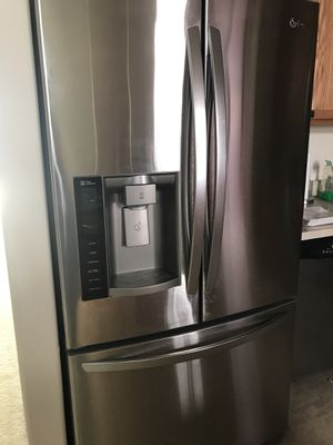 Kitchen appliances & dining table pre-used but like new for Sale in Bronx, NY