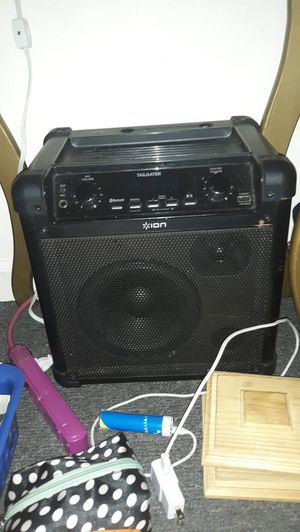 Tailgate Bluetooth speaker FM radio station with microphone for Sale in Georgetown, KY
