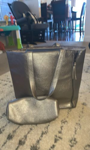 Silver purse and makeup bag for Sale in Henderson, NV