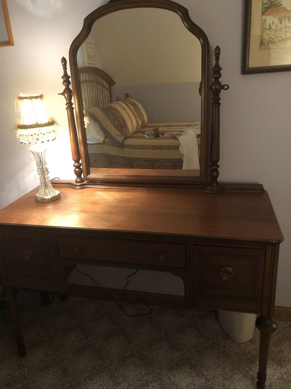 Dressing table. Beautiful condt. 3 drawer. $350.00