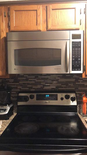 Electric range and microwave for Sale in Woodbridge, VA